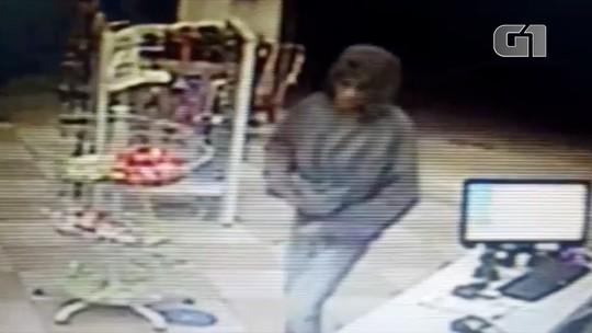 Criminosos armados assaltam farmácia em Jacareí; veja vídeo