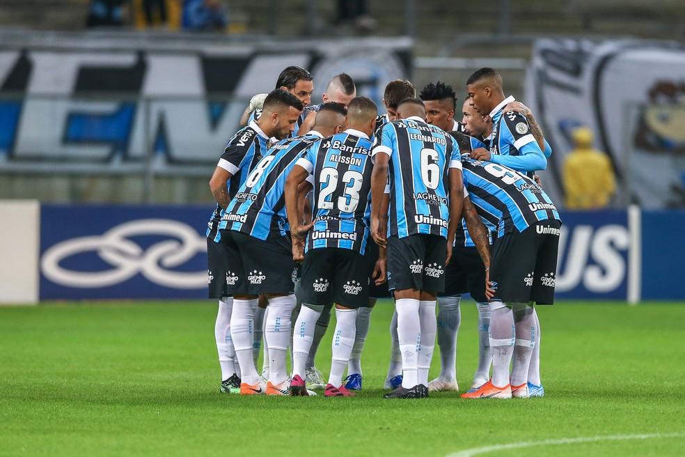 Grupo do Grmio antes do empate com a Chape  Foto Lucas UebelGrmio