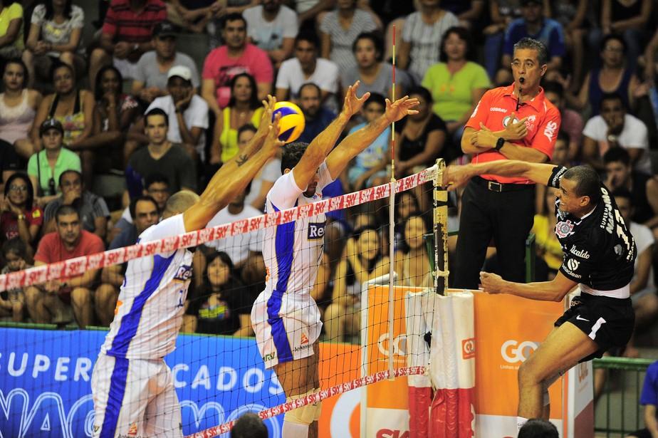 Corinthians vence o Campinas fora de casa e assume sexto posto da Superliga