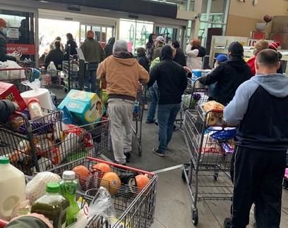 Para clientes não ficarem presos em nevasca, supermercado deixa todos saírem sem pagar