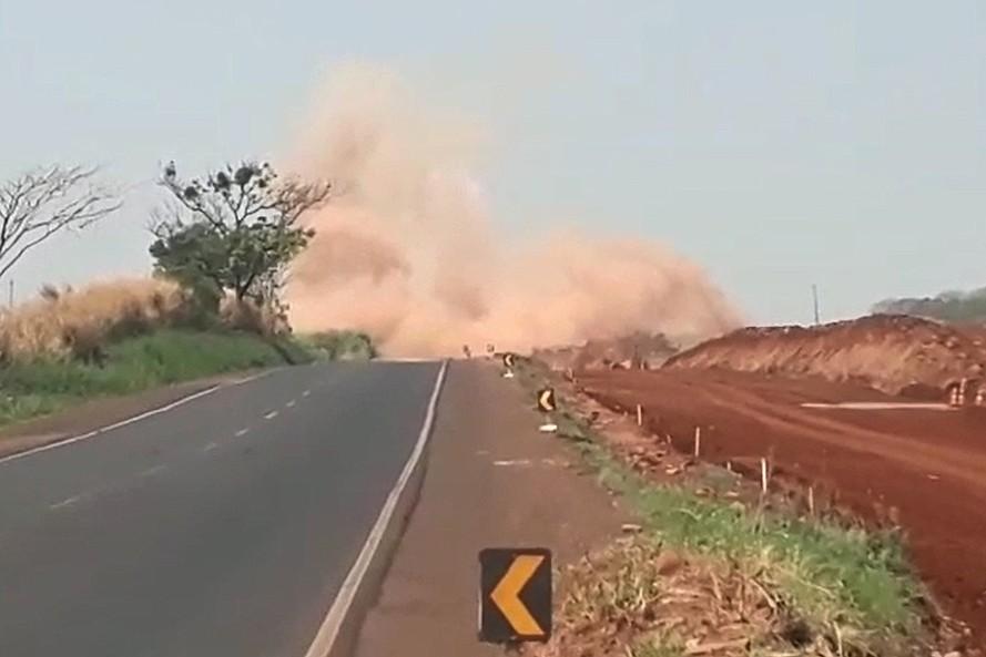 Trecho da PR-323, em Paiçandu, volta a ser interditado para detonação de rocha - Notícias - Plantão Diário