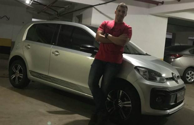 Luciano do Couto Nabarro Fraga com seu VW up! Conncet TSI  (Foto: Arquivo Pessoal)