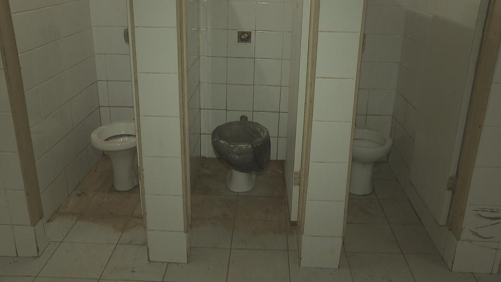 Problemas de estrutura no Centro de Ensino Fundamental 25, em Ceilândia (Foto: TV Globo/Reprodução)