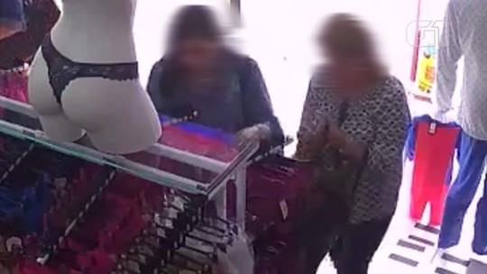 Gangue de mulheres furta conjuntos de lingerie em loja no centro de São Roque; vídeo