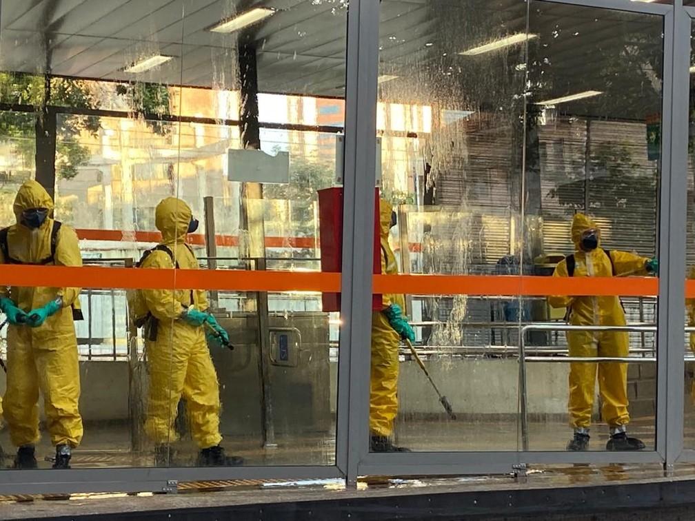 Estação do Move, em Belo Horizonte, é desinfectada — Foto: Odilon Amaral/TV Globo