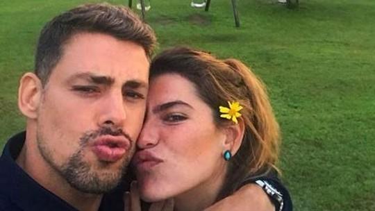 Cauã Reymond e Mariana Goldfarb curtem fazenda antes do casamento