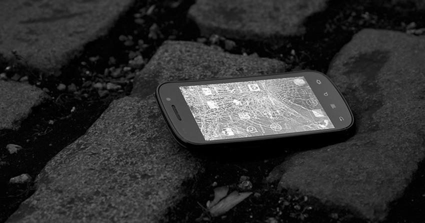 Quebrou a tela do smartphone? Saiba avaliar se vale trocar ou comprar um novo