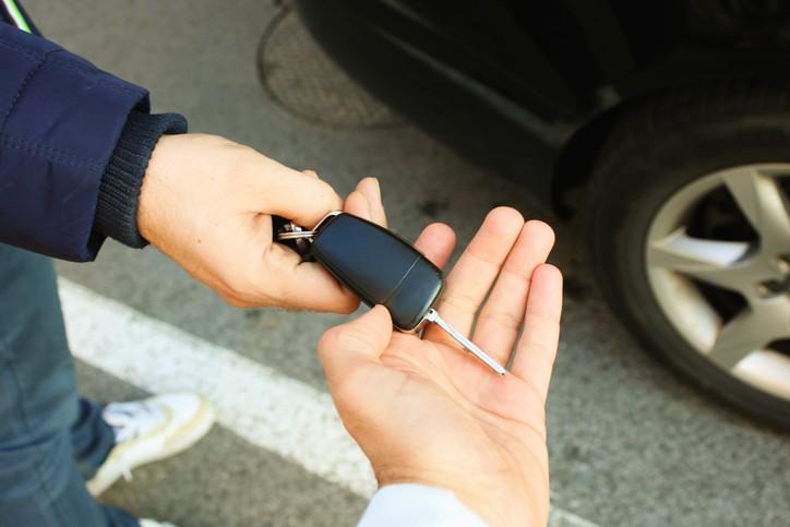 É preciso muito cuidado ao comprar um carro usado. (Foto: Thinkstock)