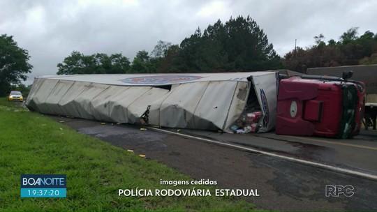 Caminhão tombou na PR-460 entre Pitanga e Nova Tebas