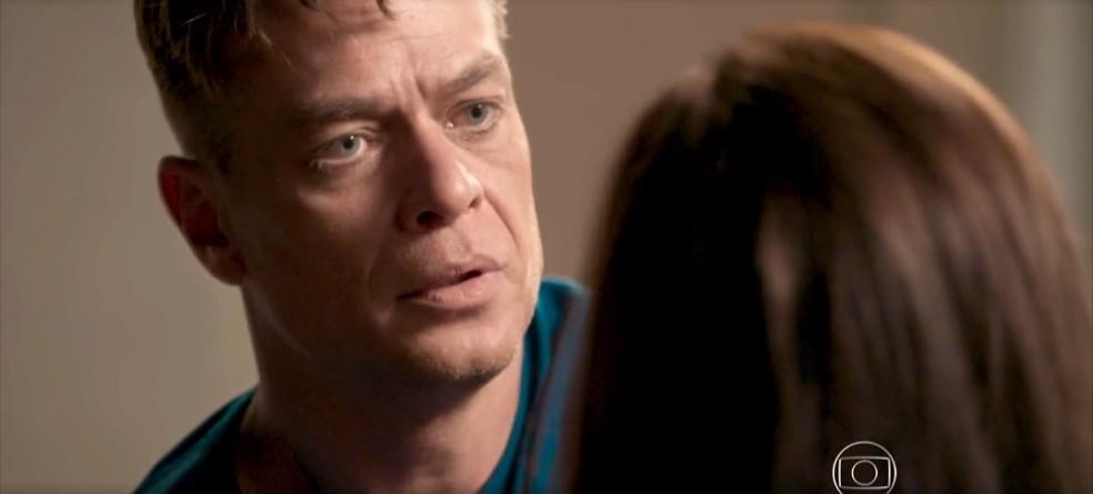 Arthur fica desesperado com a situação — Foto: TV Globo