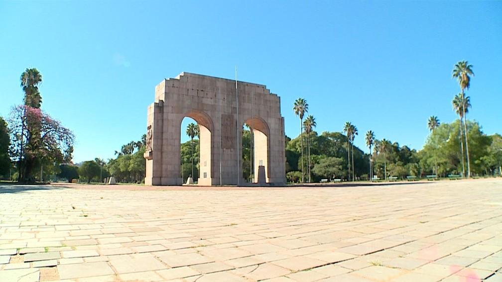 PORTO ALEGRE - Parque Farroupilha é visto sem movimento em Porto Alegre nesta quarta-feira (25)  — Foto: Reprodução/RBS TV