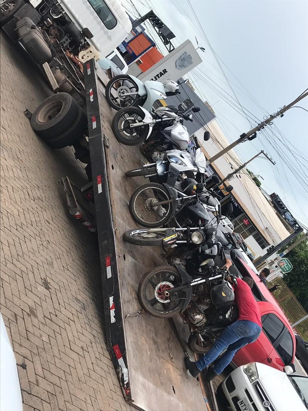 Vários veículos foram apreendidos — Foto: Polícia Militar/Divulgação