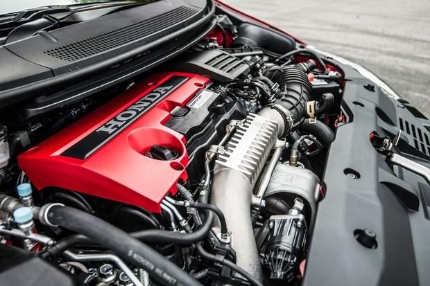 O motor 2.0 turbo V-TEC transversal tem 310 cv a 6.500 rpm e 40,8 kgfm entre 2.500 e 4.500 prm (Foto: Divulgação)