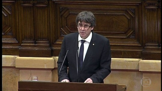 Catalunha declara direito de independência, mas quer diálogo