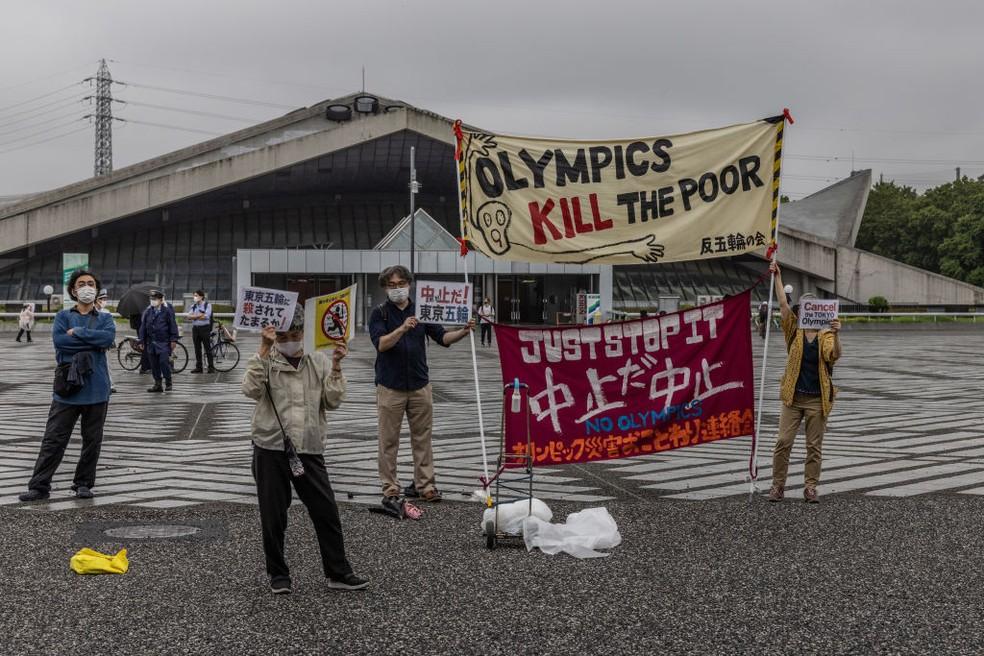 Protestos marcam início do revezamento da tocha em Tóquio — Foto: Carl Court/Getty Images