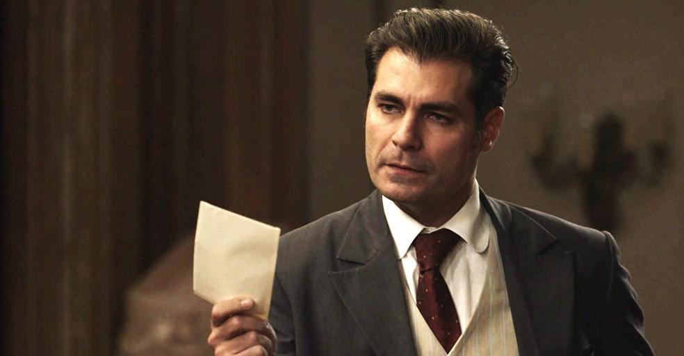 Darcy mostra a carta para Susana e cobra explicações (Foto: TV Globo)