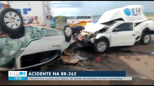 Acidente na BR-262 tem 6 veículos envolvidos e deixa rodovia interditada