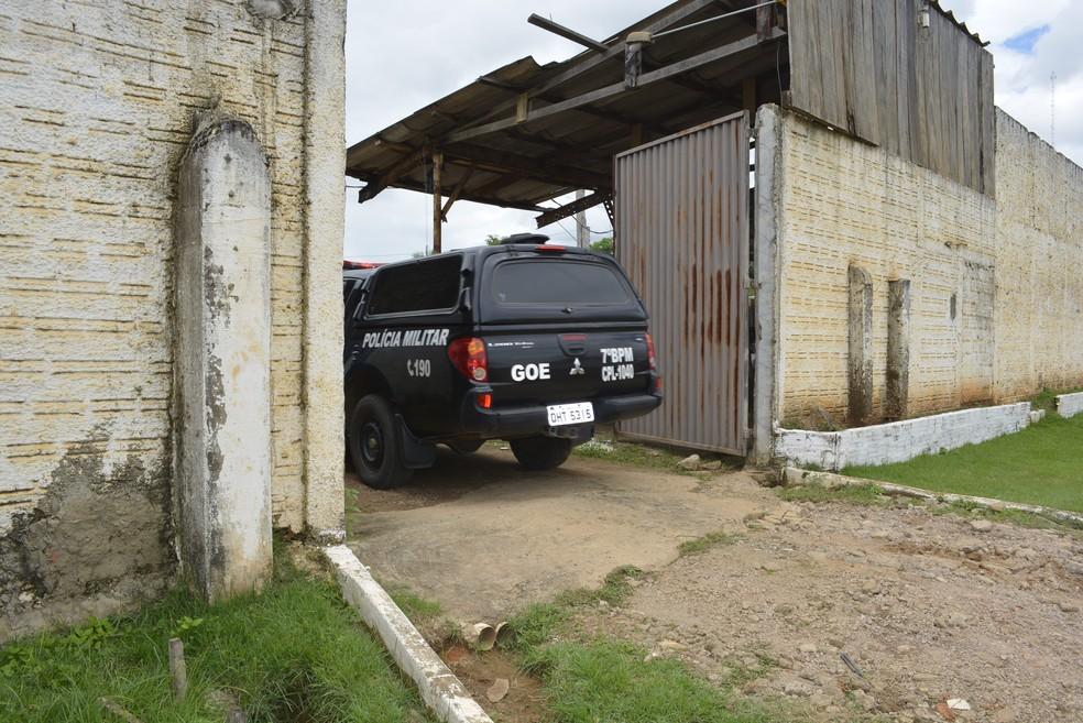 Detentos ateiam fogo em colchões nas celas de presídio de Ariquemes, RO (Foto: Jeferson Carlos/G1)