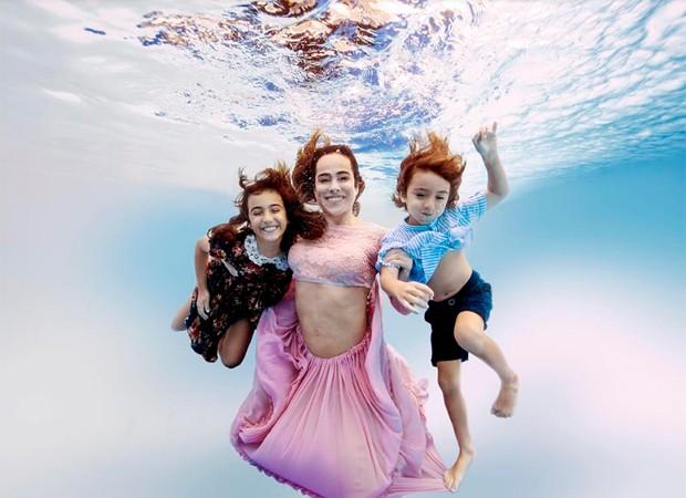 Cássia Linhares e os filhos Eduarda e Antônio Bento (Foto: Shalimar Winkler)