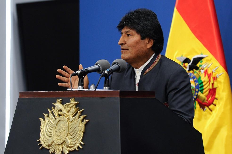 O presidente da Bolívia Evo Morales fala durante uma coletiva de imprensa em La Paz, na quinta (31) — Foto: Jorge bernal/AFP