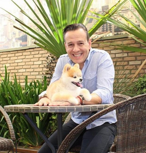 Celso Zucatelli e o cãozinho Paçoca (Foto: Reprodução/Instagram)