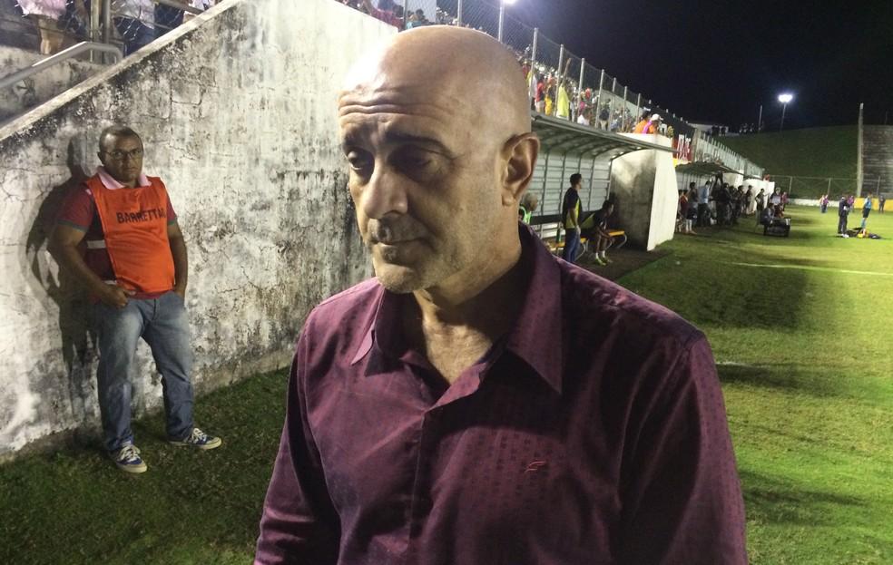 Itamar Schülle esteve no Barretão neste domingo para acompanhar jogo do Operário-PR, clube em que foi campeão (Foto: Hugo Monte/GloboEsporte.com)