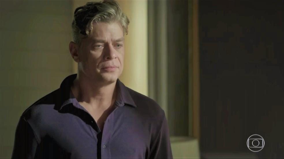 Arthur (Fábio Assunção) se decepciona ao ver Eliza (Marina Ruy Barbosa) — Foto: TV Globo