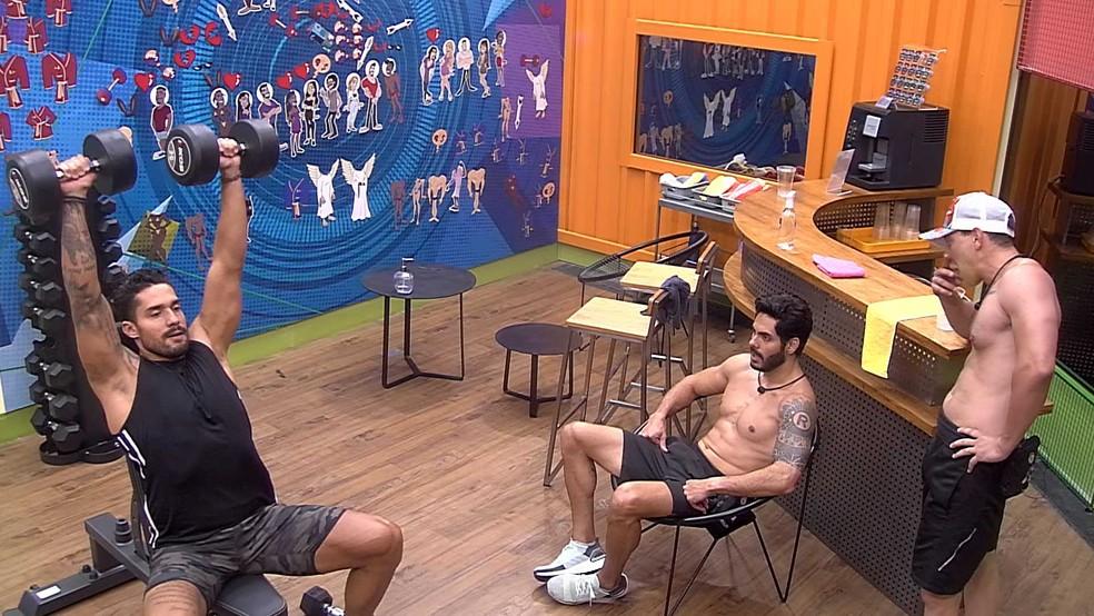 Brothers reclamam da atitude de Fiuk com Thaís: 'Vacilão' — Foto: Globo