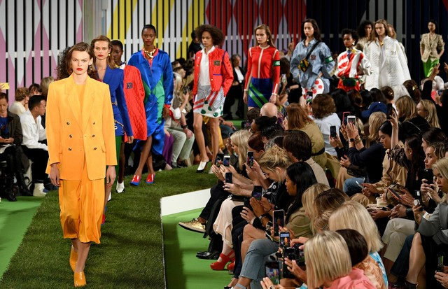 NEW YORK, NY - SEPTEMBER 09:  Models walk the runway at the Escada show during New York Fashion Week on September 9, 2018 in New York City.  (Photo by Slaven Vlasic/Getty Images) (Foto: Getty Images)