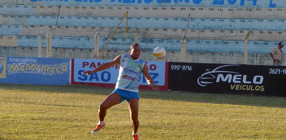 Aloísio Chulapa deve jogar três jogos pelo Nova Conquista (Foto: Alexandre Alliatti)