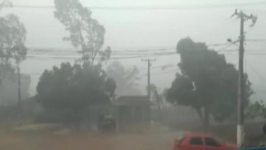 Vendaval e forte chuva causam transtornos em Tucumã, sudeste do Pará