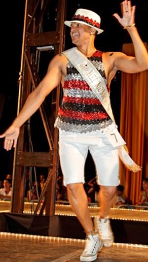 Há sete anos, rei momo se tornou 'rei da avenida' como mestre-sala (Foto: Robson Vasconcelos/Belotur)