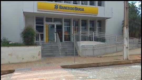 Criminosos cercam quartel em Pompéu e explodem banco; policial e morador são mortos