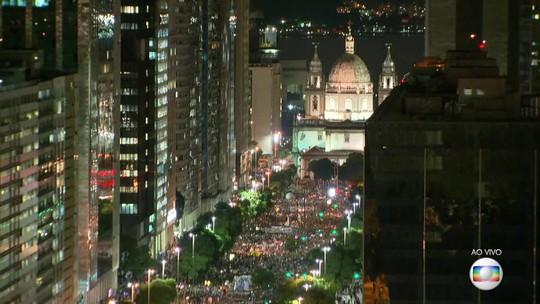 Manifestantes protestam no Rio contra bloqueio de recursos para a Educação anunciado pelo MEC