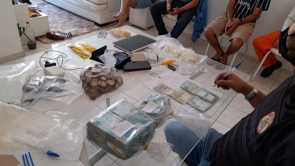 Estão sendo cumpridos 20 mandados de busca e apreensão  — Foto: Divulgação/PF/SE