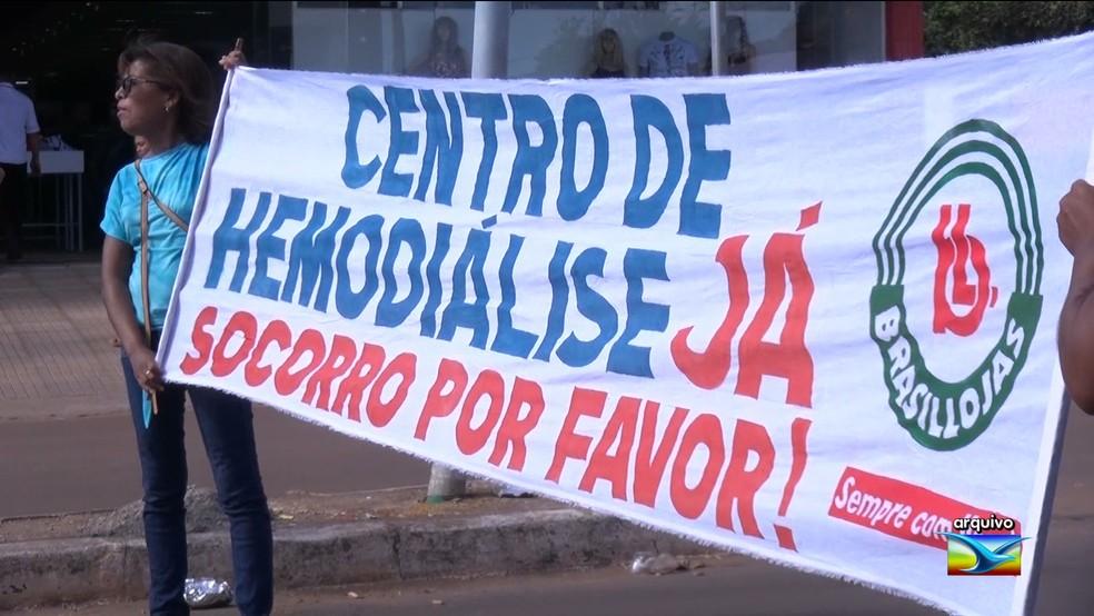 Pacientes protestam pedindo abertura de Centro de Hemodiálise  — Foto: Reprodução/ TV Mirante