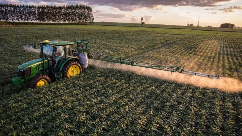 pulverizador-pulverização-agrotoxico-defensivo-maquina-lavoura (Foto: Divulgação John Deere)