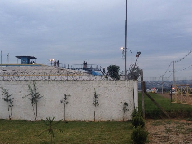 Presos fogem pelo portão da frente de cadeia em Ponta Grossa, diz polícia