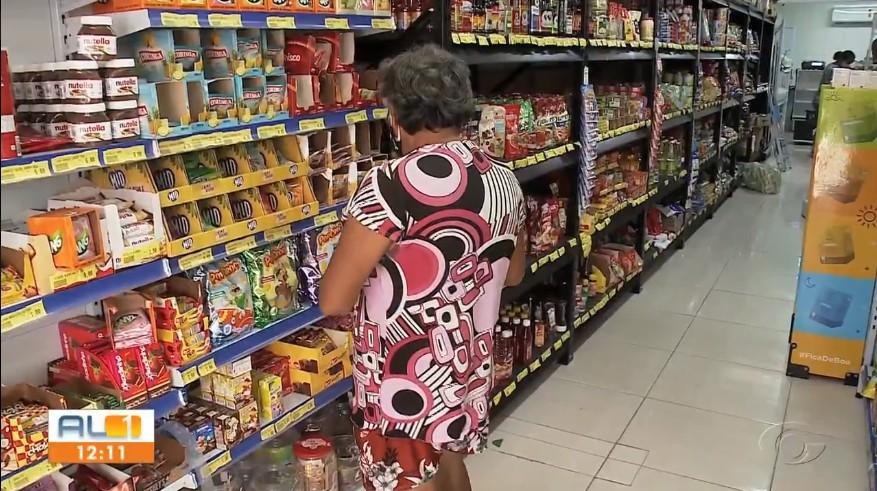 Maceioense está mais preocupado em comprar alimentos e pagar contas que investir em bens duráveis, aponta pesquisa