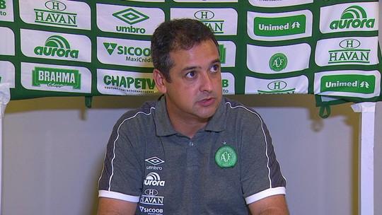 """Marquinhos Santos reclama de arbitragem em derrota: """"Futebol está caindo em descrédito"""""""