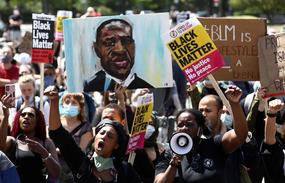 Manifestantes durante um protesto do 'Black Lives Matter' após a morte de George Floyd, nos EUA — Foto: Simon Dawson/Reuters