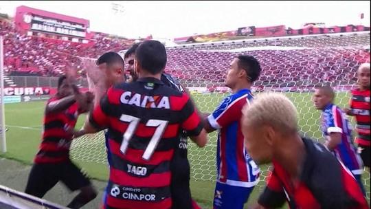 """Galvão e comentaristas do """"Bem, Amigos"""" lamentam briga em Ba-Vi; veja vídeo"""
