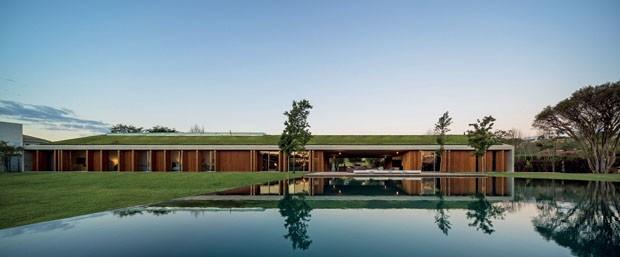12 projetos incríveis com telhado verde (Foto: FERNANDO GUERRA/Divulgação)