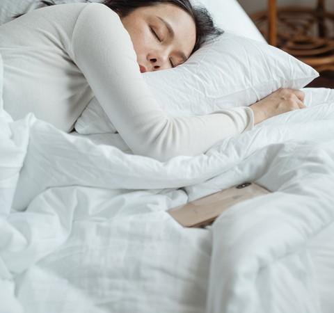 Boa noite, adultos: 10 dicas para os pais dormirem melhor