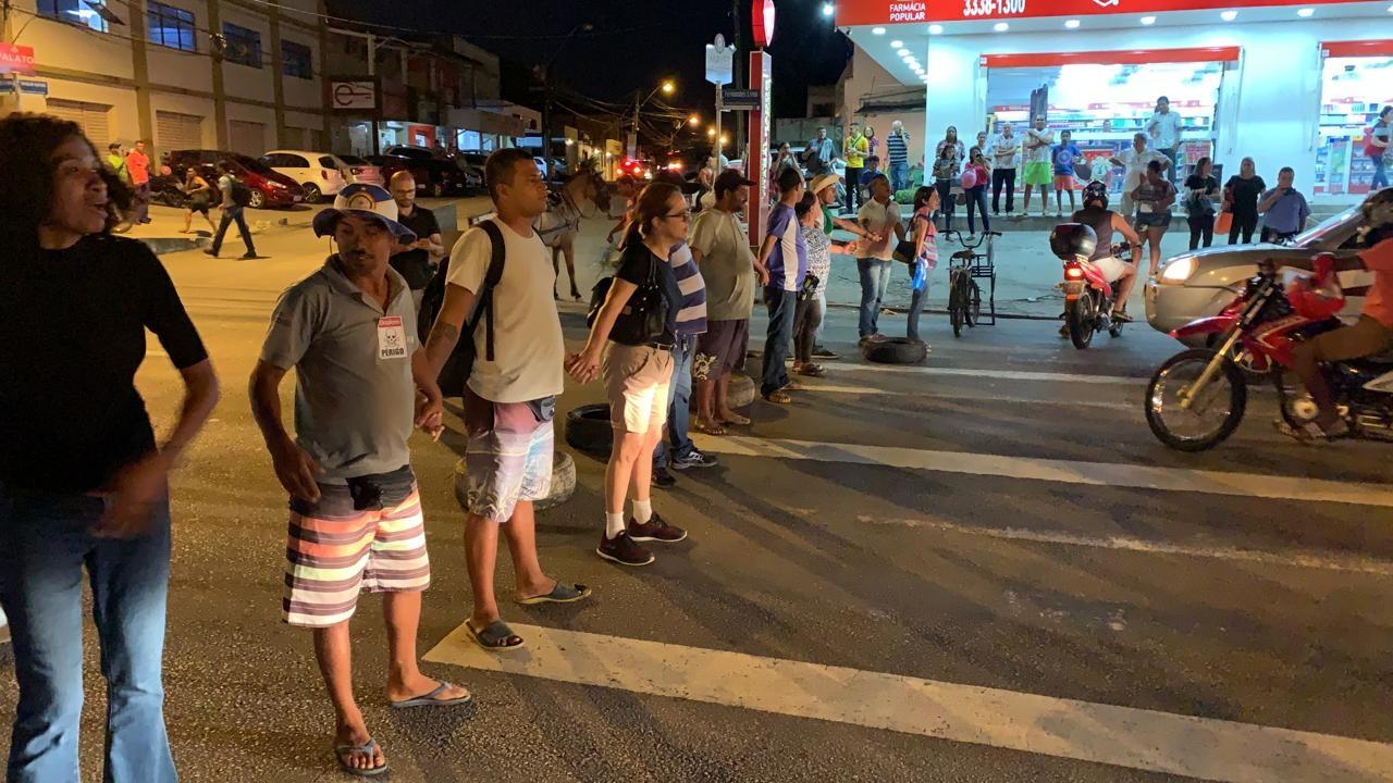 Moradores de bairros afetados por rachaduras protestam em Maceió - Notícias - Plantão Diário