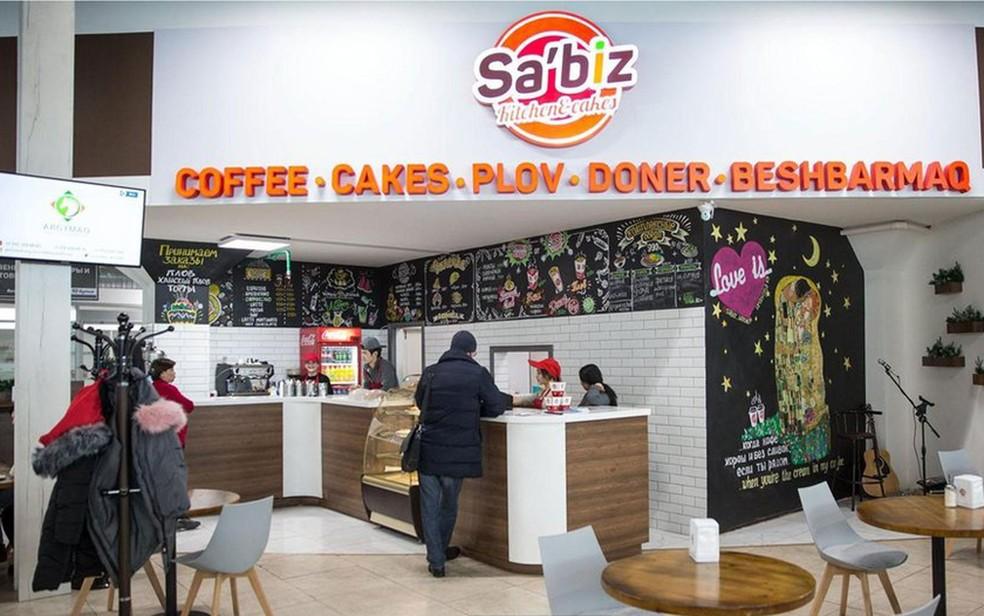 Custará cerca de US$ 3 mil ao restaurante Sa'biz para mudar a ortografia para a nova versão do alfabeto, estima o empresário (Foto: BBC/Taylor Weidman)