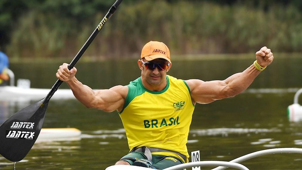 'Cowboy de aço': Fernando Rufino, ouro na Paralímpiada de Tóquio, conquista título mundial de canoagem