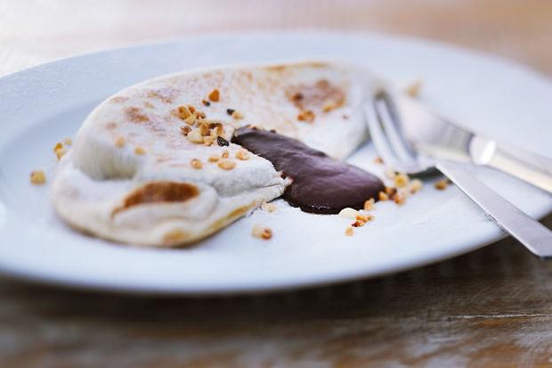 Piadina com nutella: massa fininha italiana leva recheio quente (Foto: Divulgação)