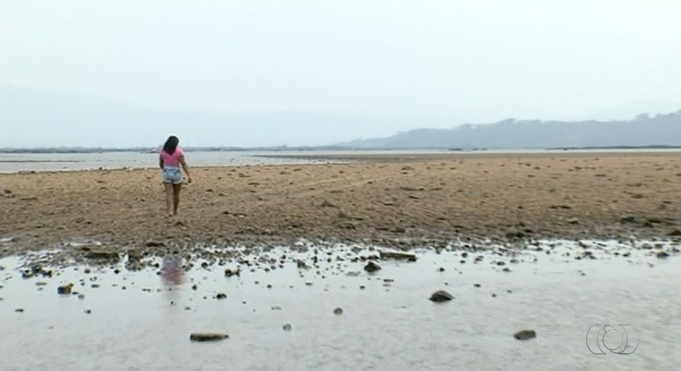 Bancos de areia no meio do rio Araguaia preocupam pescadores e moradores em Xambioá (Foto: Reprodução/TV Anhanguera)