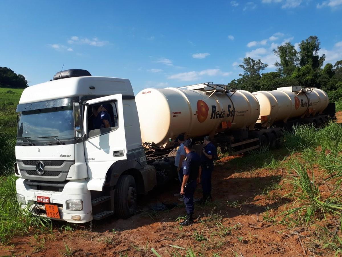 Ladrões roubam caminhão cheio de combustível e Guarda recupera veículo vazio em Itapira